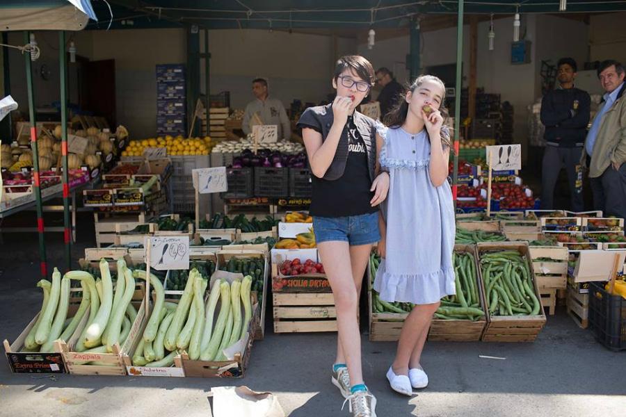 tweens eating fruit