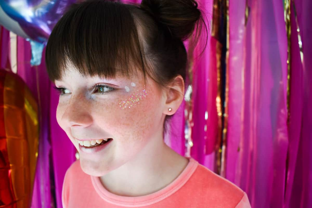 tween birthday party ideas - Unicorn makeup