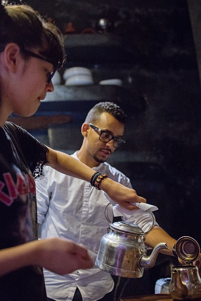 Worldschooling - learning to make traditional Moroccan Tea