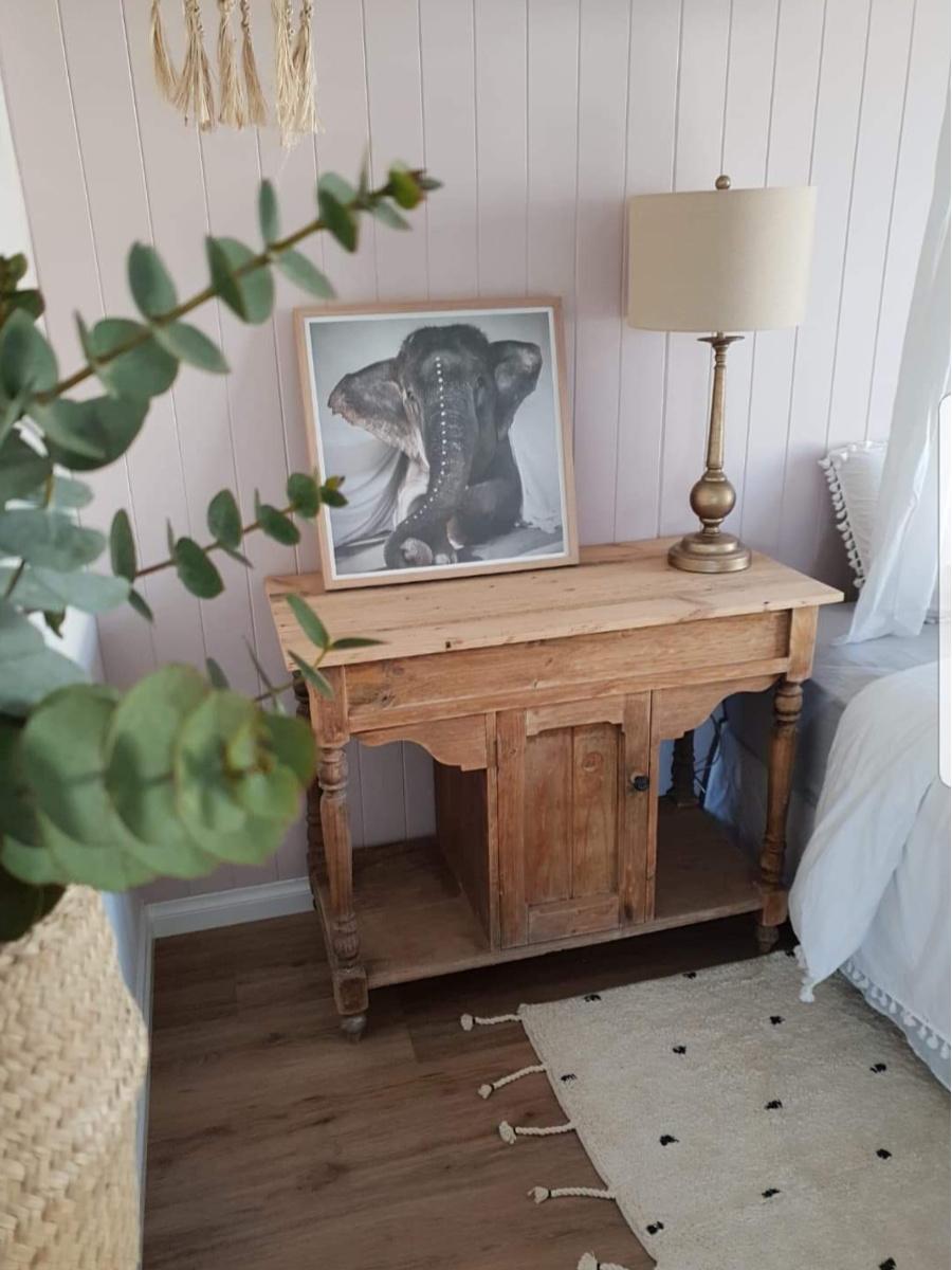 painting of elephant in tween girls bedroom